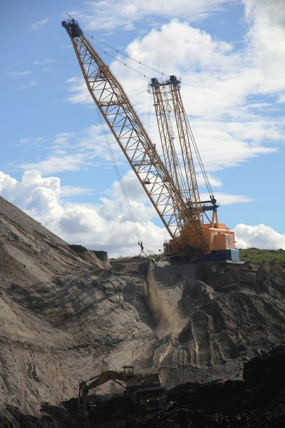 "This giant electric dragline is a crucial component of the <a href=""http://www.groundtruthtrekking.org/Issues/AlaskaCoal/UsibelliCoalMine.html"">Usibelli coal mines</a> operation."