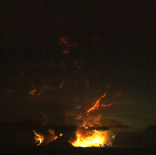 Lightening in the Redoubt Volcano Eruption of March/April 2009